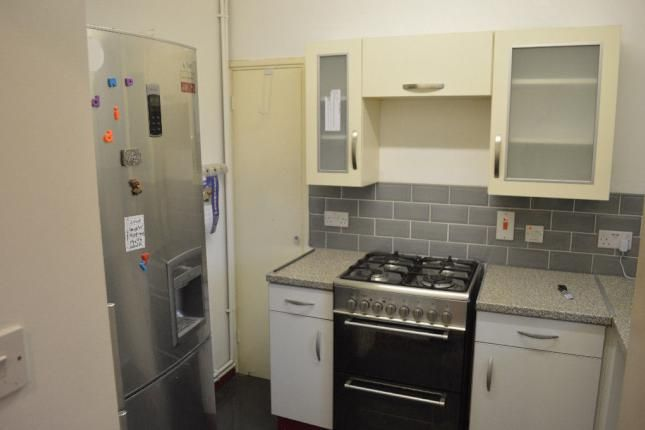 Flat to rent in Surrey Quays, London