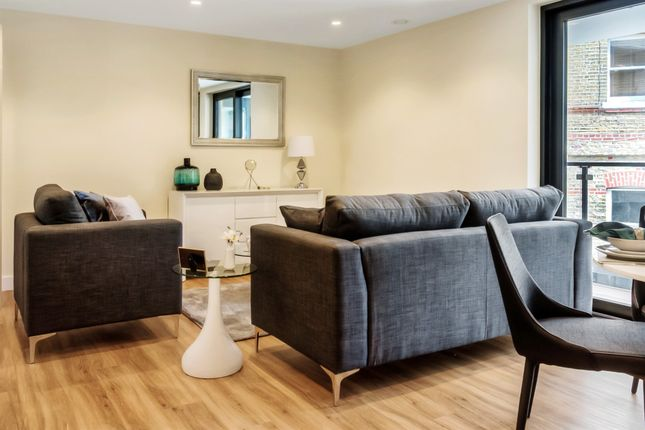 3 bedroom flat for sale in Sylvester Road, London