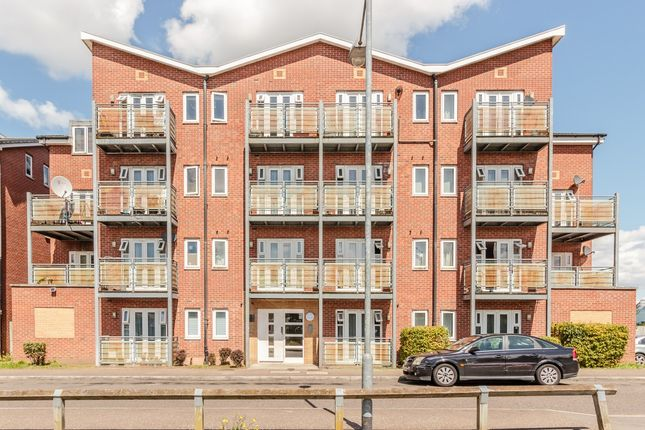 Flat for sale in Roberts Place, Dagenham, London