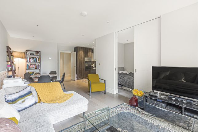Thumbnail Flat for sale in Queenshurst Square, Kingston Upon Thames
