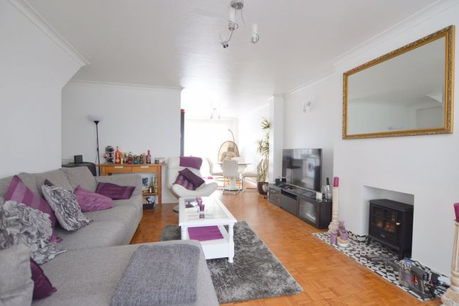 Town house to rent in Devonshire Road, Pinner