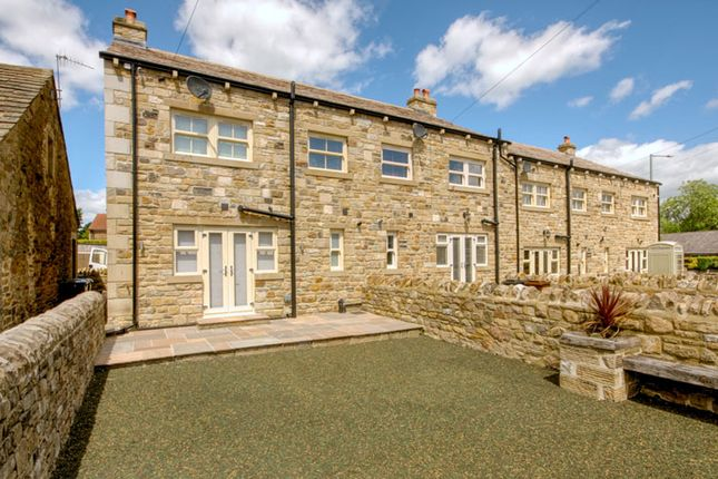 Thumbnail Town house for sale in Holly View, Barnoldswick