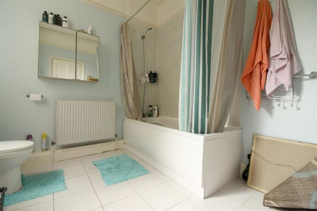 Bathroom of Ellenborough Road, London N22