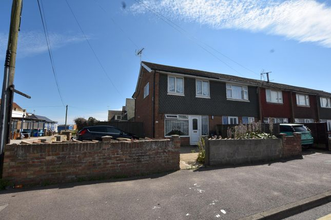 3 bed terraced house to rent in Broadway, Jaywick, Clacton-On-Sea CO15