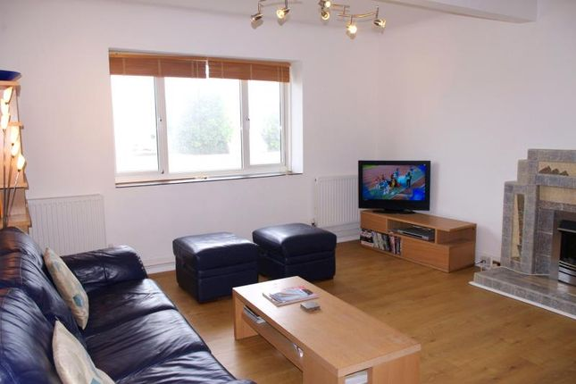 Thumbnail Flat to rent in Sandbanks Court, 29-31 Banks Road, Sandbanks, Poole