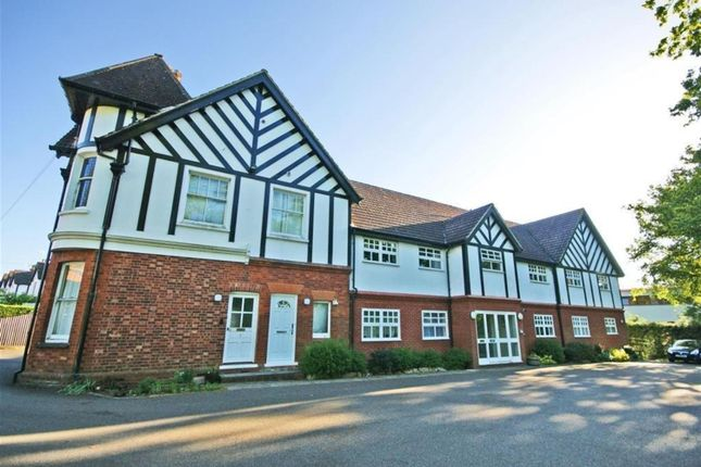 1 bed flat to rent in Westside House, Dunraven Avenue, Redhill, Surrey