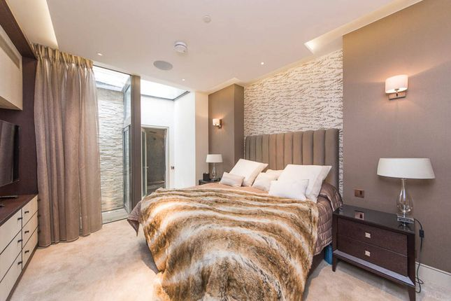 Flat to rent in Princes Gate, South Kensington