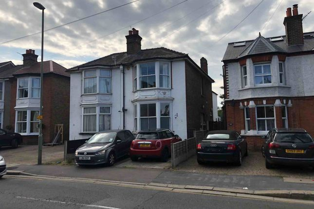 2 bed flat to rent in Hook Road, Epsom KT19