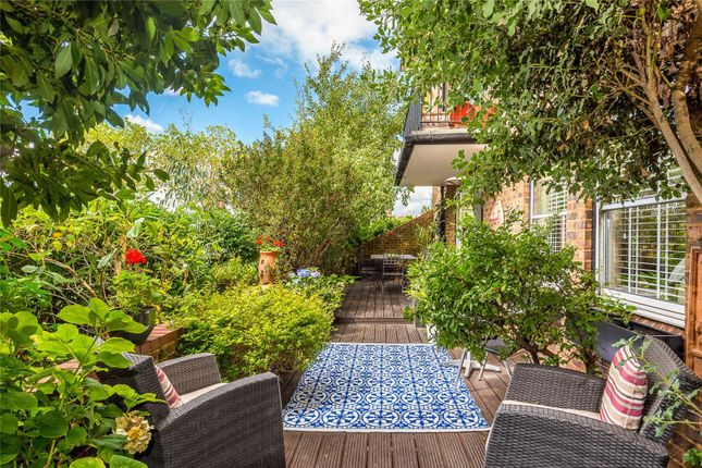 Thumbnail Flat for sale in Thorney Crescent, Battersea, London