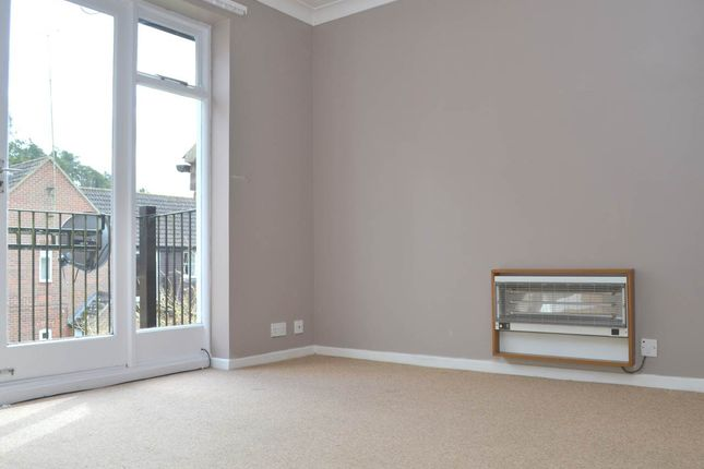 Thumbnail Flat to rent in Freemans Close, Hungerford, Berkshire