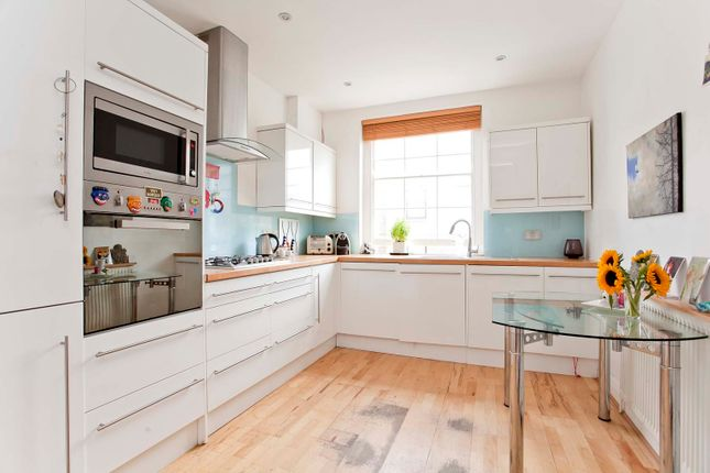 Thumbnail Flat to rent in Barnsbury Road, Angel, London, Greater London
