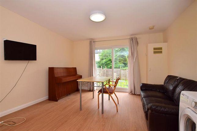 Lounge/Diner of De Vere Gardens, Ilford, Essex IG1