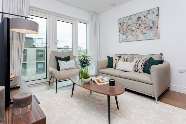2 bed flat to rent in Longfield Avenue, Ealing