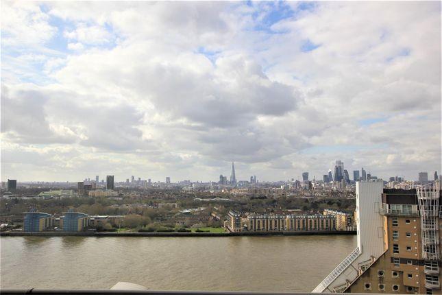 Balcony View of The Landmark, Canary Wharf E14