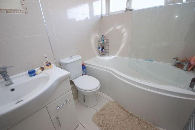 Bathroom/wc of Hadrian Court, Killingworth, Newcastle Upon Tyne NE12