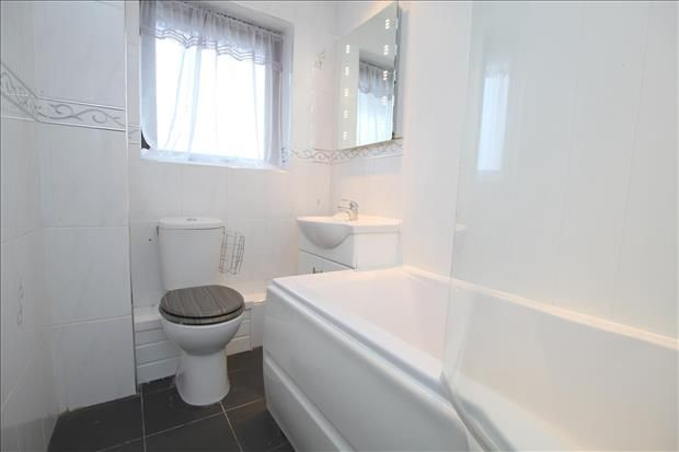 Bathroom of Calder Close, St. Annes, Lytham St. Annes FY8