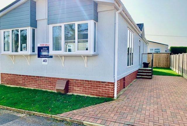 2 bed mobile/park home for sale in Hillbury Road, Alderholt, Fordingbridge, Hampshire SP6