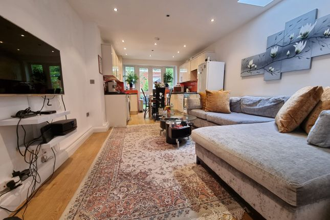 Thumbnail Flat to rent in Stepens Road, High Barnet, London