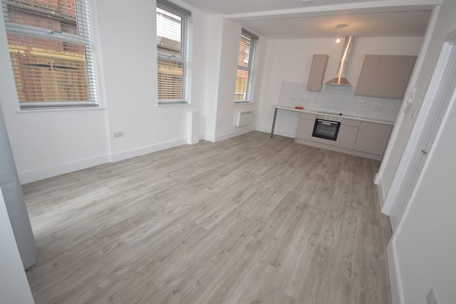  Ref: F1 , College Place, Southampton SO15