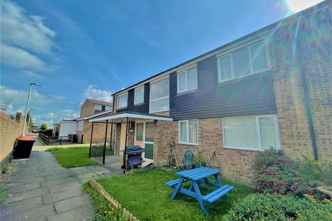 Flat for sale in Fairfield Road, Dunstable, Bedfordshire
