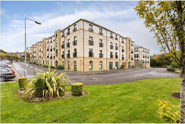 2 bed flat to rent in Lady Campbells Court, Dunfermline KY12