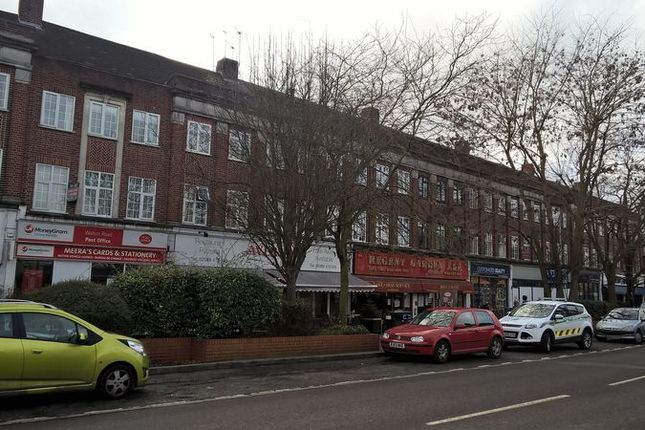 3 bed flat to rent in Walton Road, East Molesey