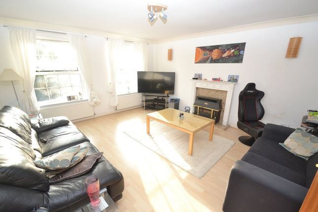 Thumbnail Flat to rent in Fairfield Court, Leeds