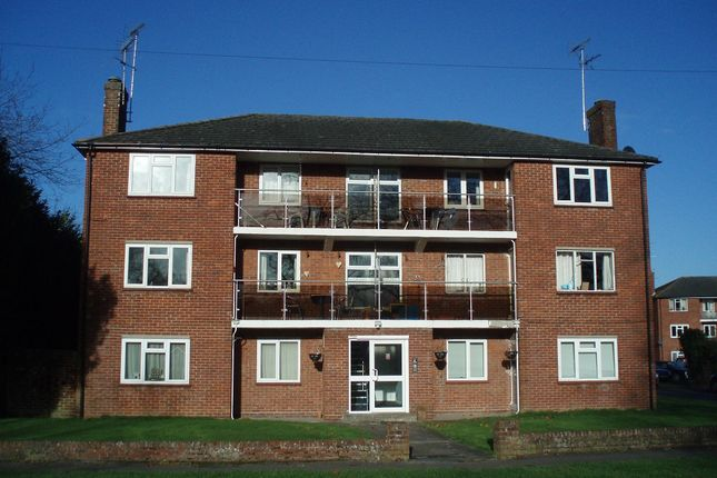 Thumbnail Flat to rent in Stroud Green, Newbury
