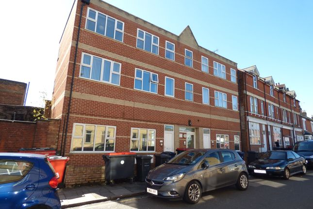 Thumbnail Flat to rent in Salisbury Road, High Barnet