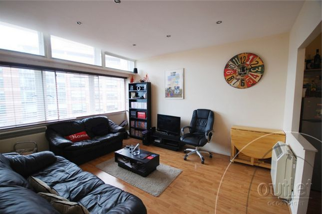 2 bed flat to rent in Metro Central Heights, 119 Newington Causeway, Elephant And Castle, London SE1