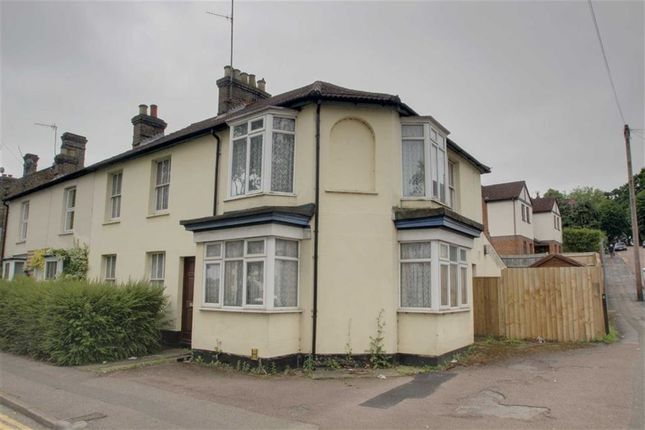 Thumbnail Semi-detached house for sale in Cotterells, Boxmoor, Hertfordshire