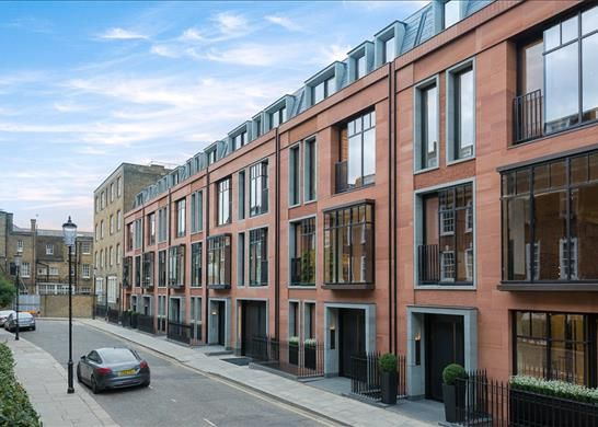 Thumbnail Terraced house for sale in Knighton Place, Yeoman's Row, Knightsbridge