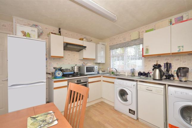 Thumbnail Mobile/park home for sale in Broadway Park, The Causeway, Petersfield, Hampshire
