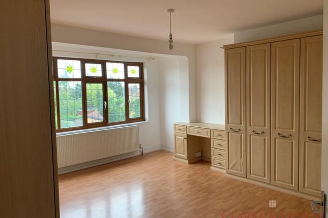 Detached house to rent in Hereford Gardens, Cranbrook, Ilford