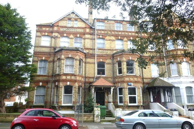 2 bed flat to rent in Westbourne Gardens, Folkestone