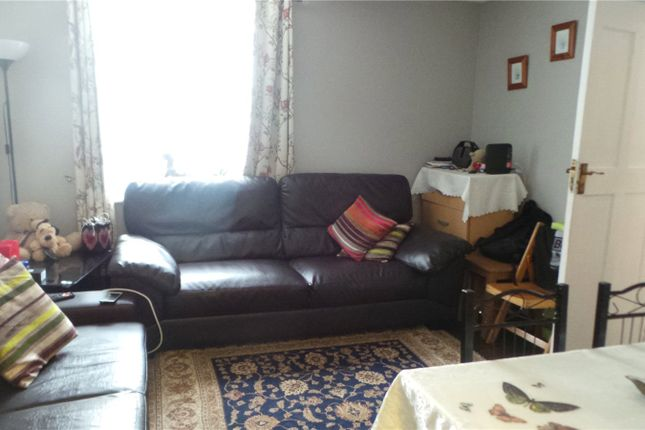 Picture No. 02 of Millstream Close, Palmers Green, London N13