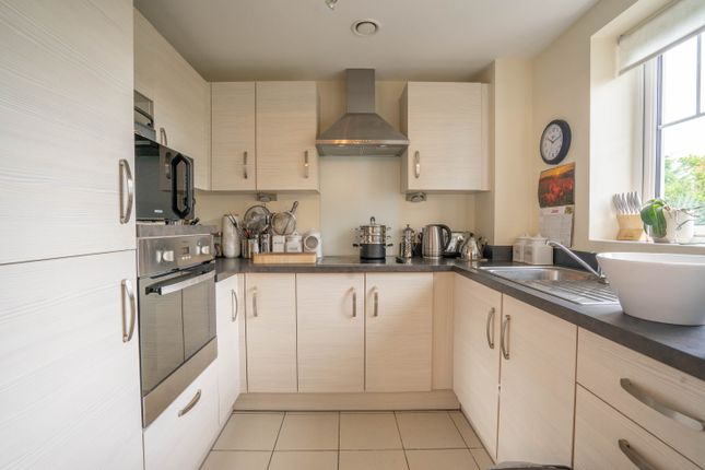 Thumbnail Flat for sale in Wolsey Court, Knighton Park Road, Stoneygate, Leicester