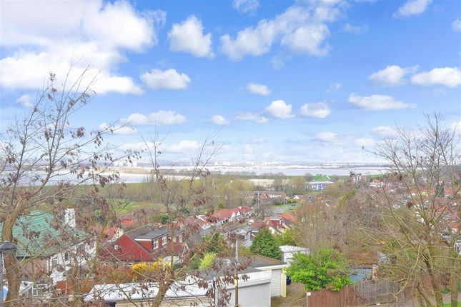 Thumbnail Flat for sale in Echo Heights, London