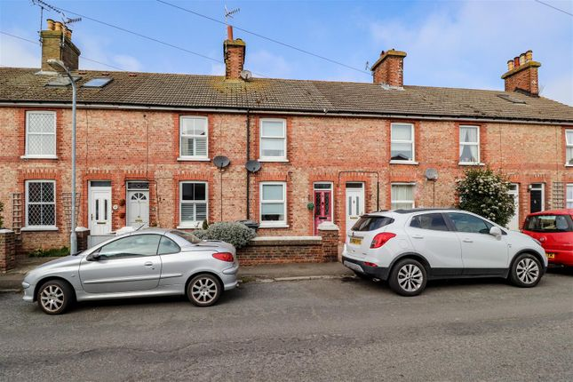 2 bed terraced house for sale in Bellbanks Road, Hailsham BN27
