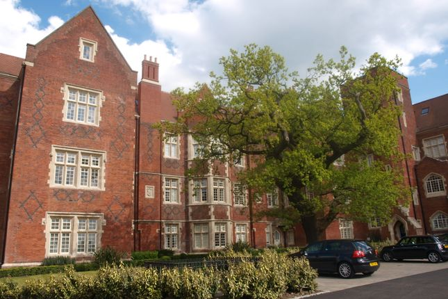 Thumbnail Flat to rent in London Court, The Galleries, Brentwood