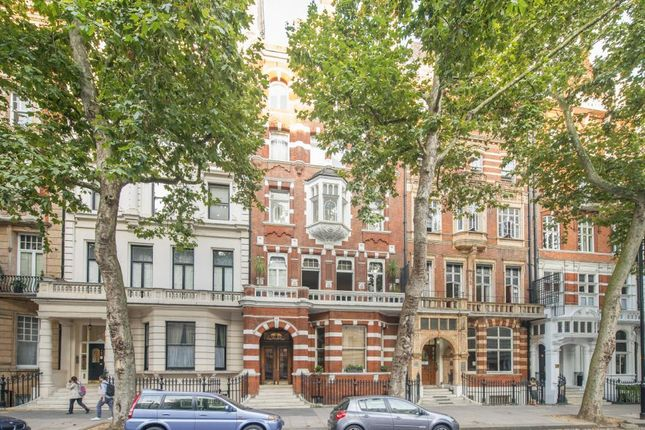 Thumbnail Property for sale in Queen's Gate Gardens, London