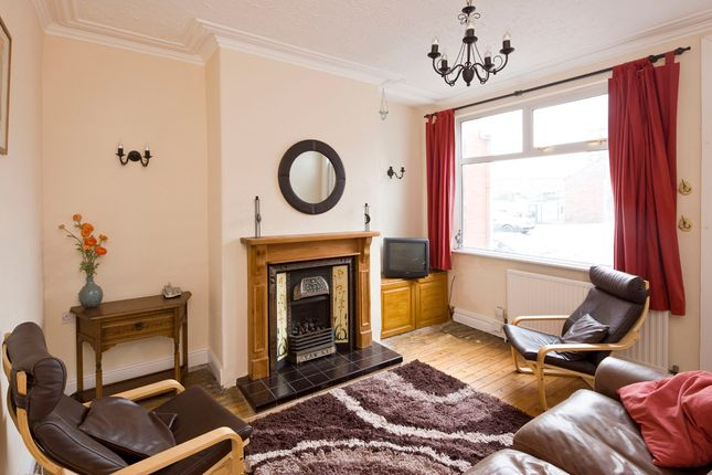 Thumbnail Terraced house to rent in Featherbank Grove, Horsforth, Leeds