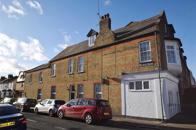 Thumbnail Flat for sale in Glendale Gardens, Leigh-On-Sea