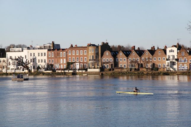 Thumbnail Property for sale in Strand On The Green, Chiswick