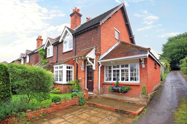 Thumbnail Cottage to rent in The Street, Puttenham, Guildford