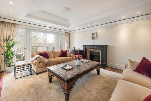 Thumbnail Property to rent in Palace Green, Kensington, London