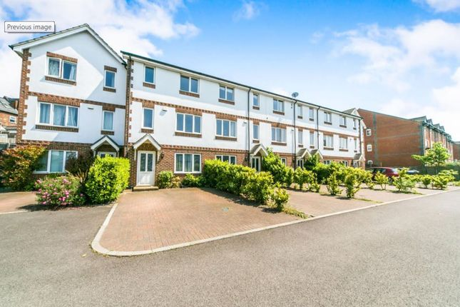Thumbnail Town house for sale in Sailcloth Close, Reading, Berkshire