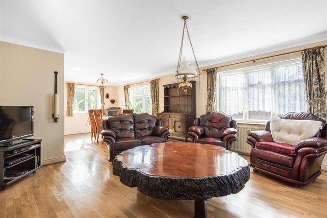 Lounge Dining Room 1