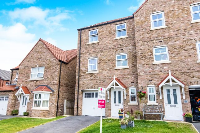Thumbnail Town house for sale in Saunders Close, Caistor, Market Rasen
