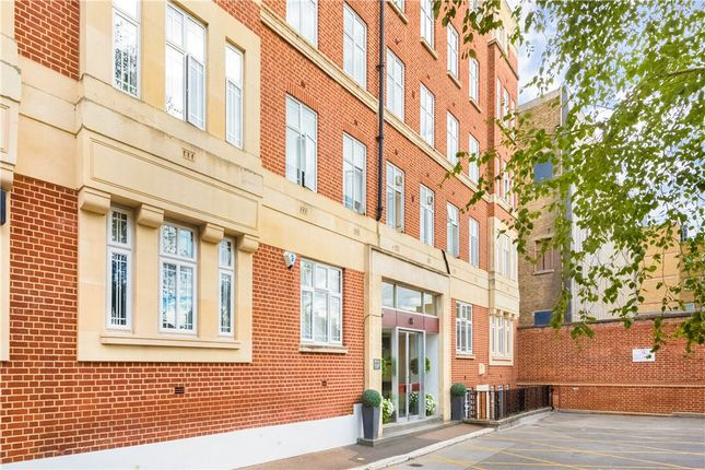 Thumbnail Flat for sale in Edwardes Square, London